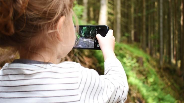 Szyja smartfonowa - nowe zjawisko w dziecięcej Poradni Leczenia Bólu