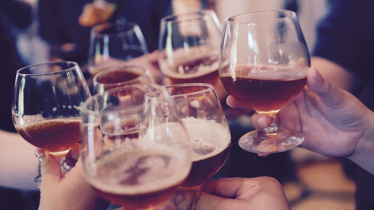 Alkohol a pandemia. Ile na trunki w ubiegłym roku wydali Polacy?