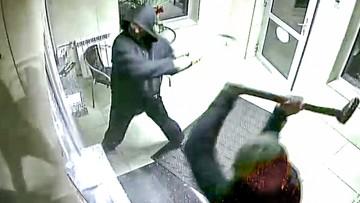 Ukraińcy napadli na kantor. Szybę sforsowali młotami wyburzeniowymi [NAGRANIE]