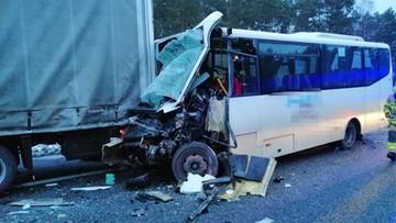 Zderzenie autokaru i ciężarówek na trasie S8. Ranni w szpitalach [ZDJĘCIA]