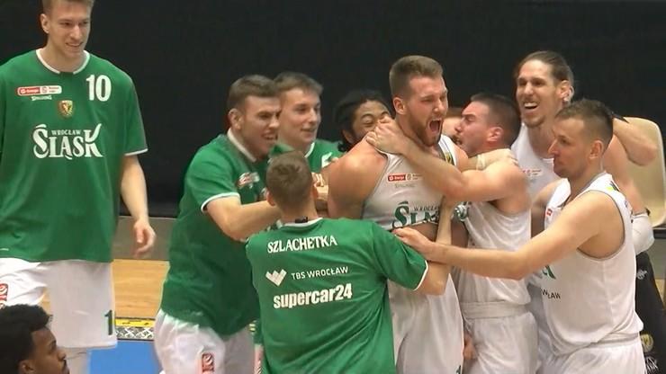 EBL: Wielkie emocje! WKS Śląsk po dogrywce pokonał PGE Spójnię
