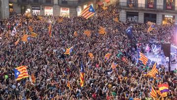 """""""Próba zamachu stanu"""". """"Uderzenie w integralność terytorialną"""". Hiszpańskie media o decyzji władz Katalonii"""
