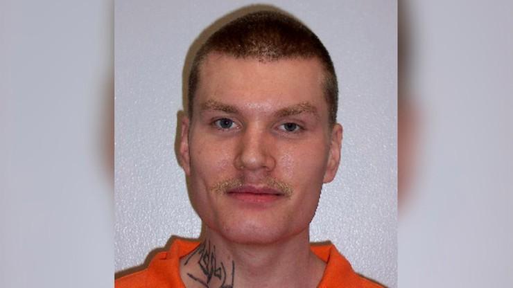 USA. Posadzili więźnia z gwałcicielem jego siostry. Zabił go