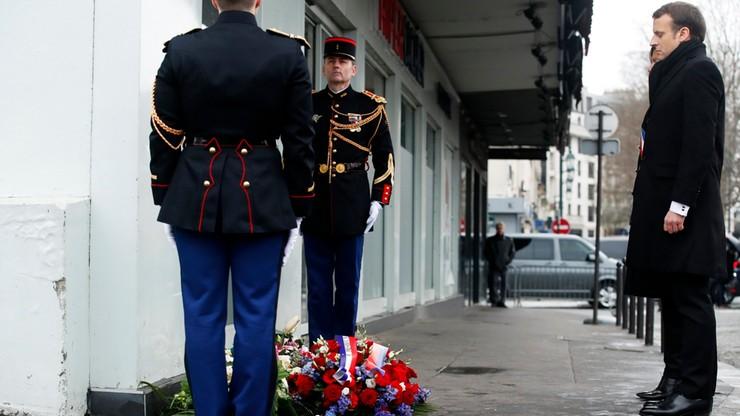 """Macron oddał hołd ofiarom zamachów na redakcję """"Charlie Hebdo"""""""