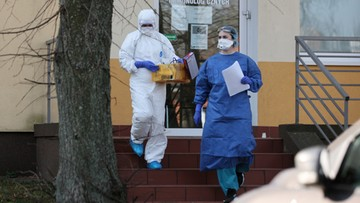 Już ponad 900 osób zarażonych koronawirusem w Polsce