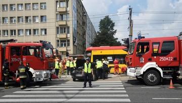 Trzy osoby ranne w zderzeniu tramwaju i trzech aut w Warszawie. Wykolejenie i duże utrudnienia