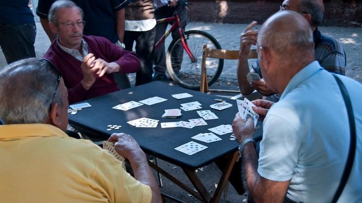Hazard wyniszcza Rzymian. Grają za coraz większe sumy