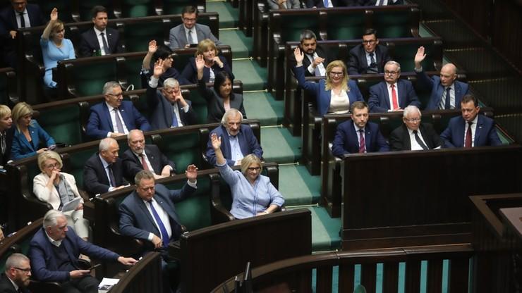 Kryzys w koalicji rządzącej. Sondaż: PiS z największym poparciem, koalicjanci pod progiem