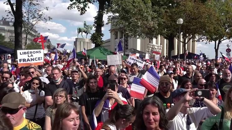 Francja. Manifestacje przeciwko przepustkom sanitarnym. Nie pomogły zapowiedzi luzowania restrykcji