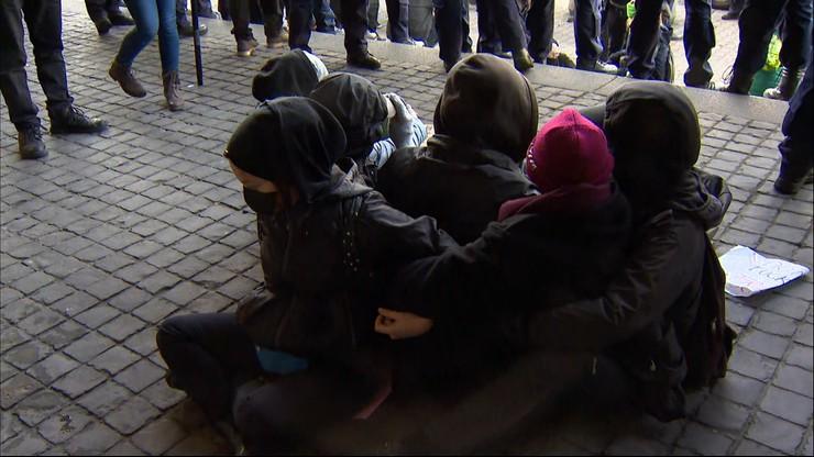 Protest przed sądem w Warszawie. Policja zatrzymała co najmniej trzy osoby