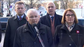"""Kaczyński pod pomnikiem Piłsudskiego: """"za rok Polska i Polacy będą silniejsi"""""""