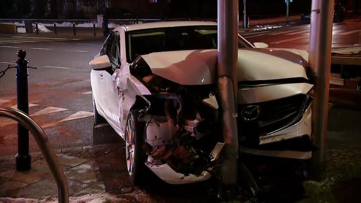 Wypadek w centrum Warszawy. Skasowane pojazdy