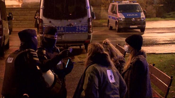 Protesty w Warszawie. Mandaty, wnioski do sądu, zatrzymania