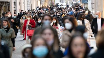 """Tłumy na ulicach włoskich miast po zluzowaniu restrykcji. """"To głupota"""""""