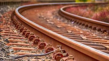 Małopolska: policjanci zatrzymali mężczyznę, który chciał wykoleić pociąg