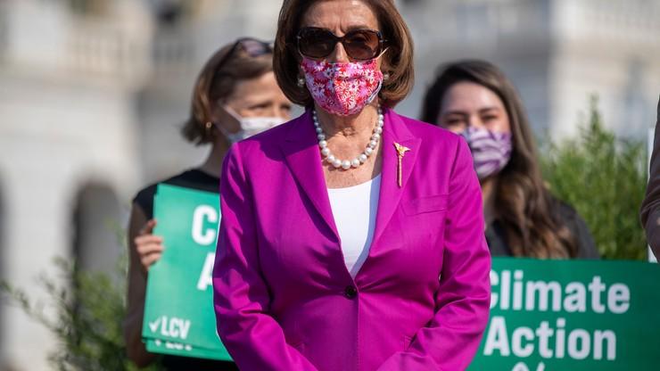 """USA. Pelosi nazwała lidera Republikanów w Izbie Reprezentantów """"debilem"""" za sprzeciw ws. masek"""