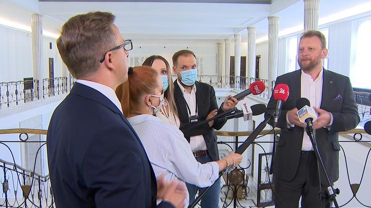 Dariusz Joński przerwał konferencję Łukasza Szumowskiego. Pytał o pieniądze za respiratory