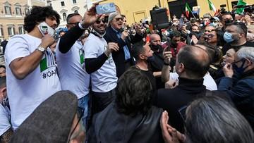 Rząd zaczyna się uginać? Włosi protestują przeciw obostrzeniom