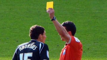 Islandzkim piłkarzom zdarza się mylić żółte kartki z czerwonymi. Wszystko przez daltonizm