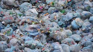 Opony, gruz i śmieci do studzienek kanalizacyjnych. Tak sprzątają w Mysłowicach