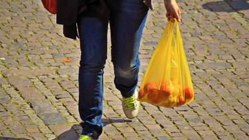 Japonia chce zabronić darmowych foliówek w sklepach. Podobny zakaz szykuje polski rząd
