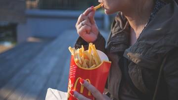 14-latkowie ratują McDonald's. Nie ma rąk do pracy