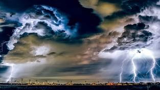15-06-2021 10:00 W Hiszpanii skrajnie niebezpieczna pogoda. Blisko 40-stopniowy upał i niszczycielskie burze [FILMY]