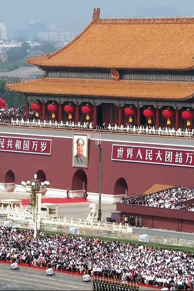 """2021-02-17 """"Chiny przejmują świat"""". Droga do roli globalnego lidera - fokus.tv"""