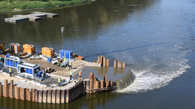 Wody Polskie: ścieki wciąż częściowo spływają do Wisły w Warszawie
