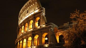 """""""Turystyczny lunapark"""", """"chaos"""", """"nocne życie pod znakiem alkoholu"""". Rzym według watykańskiej gazety"""
