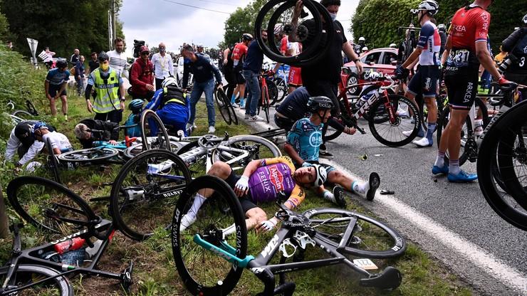 Zatrzymano kobietę, która spowodowała kraksę na Tour de France. Zarząd wyścigu wycofuje skarge