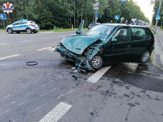 Samochody zostały poważnie uszkodzone.