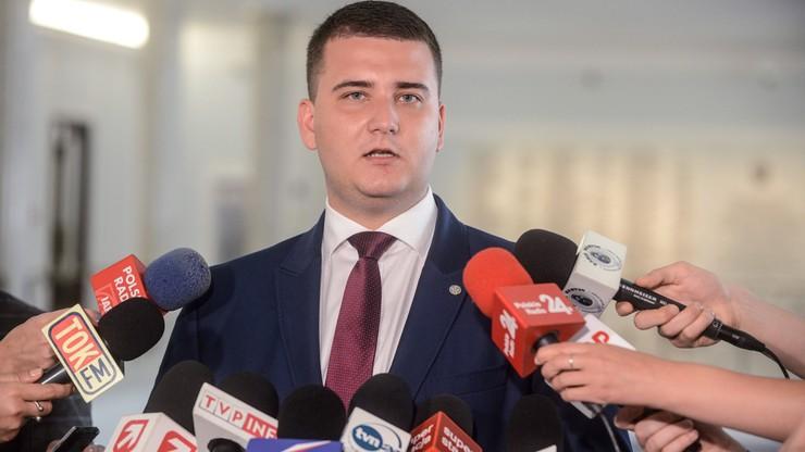 Misiewicz poprosił o zawieszenie w funkcjach w MON. Macierewicz: przychylam się