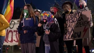 Protesty Strajku Kobiet w całej Polsce. Trzy osoby wtargnęły na teren TK