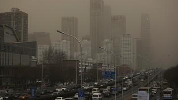 Atak duszącego smogu i burza piaskowa w Pekinie