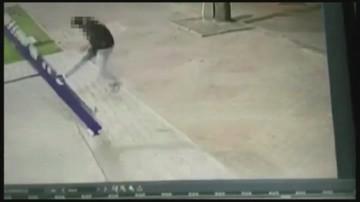 Pijani nastolatkowie zniszczyli pylon przed komisariatem policji. Prosto z aresztu poszli na maturę
