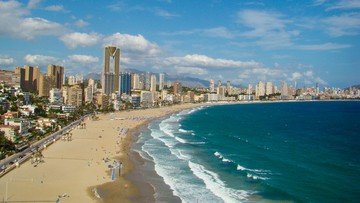 Hiszpania liczy na powrót turystów. Chce wprowadzić koronapaszporty