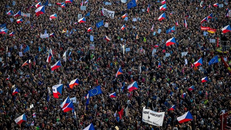 Nawet 300 tys. Czechów na ulicach Pragi. Protest przeciw premierowi