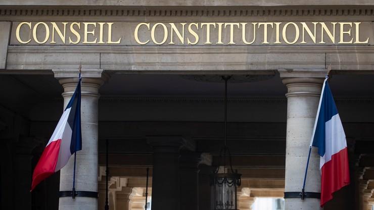 Francja: Rada Stanu uznała przepustki sanitarne za zgodne z konstytucją