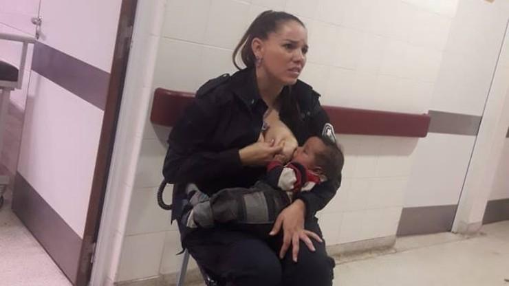 Dziecko odebrane rodzicom było brudne i głośno płakało. Policjantka nakarmiła je własną piersią