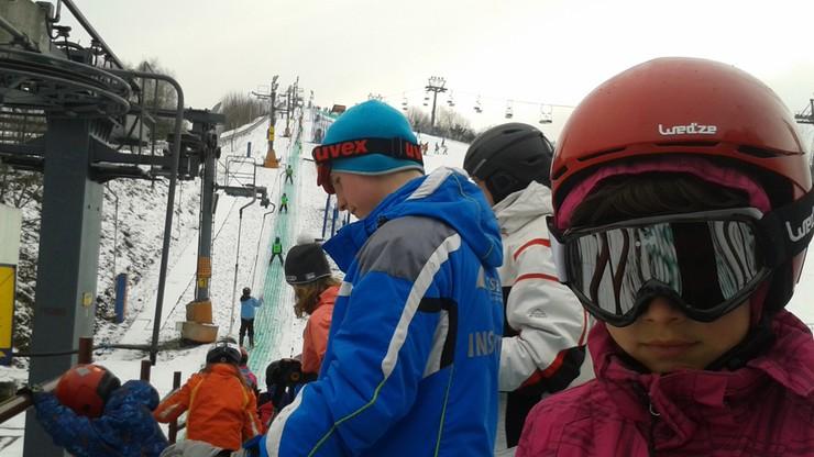Ferie w Warszawie można spędzić na nartach. Dzieci otrzymują bilety na wyciąg na Górce Szczęśliwickiej za darmo