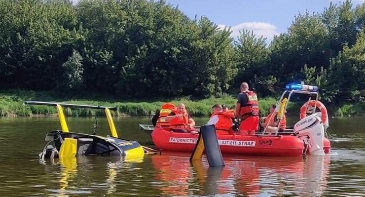 Patrol rzeczny wyciągnął z rzeki dwie osoby