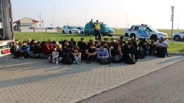 Ponad 30 migrantów w tureckiej ciężarówce. Węgierscy policjanci udaremnili próbę przemytu
