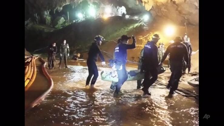 Uczestniczyli w akcji ratowania chłopców z zalanej jaskini. Otrzymali państwowe odznaczenia
