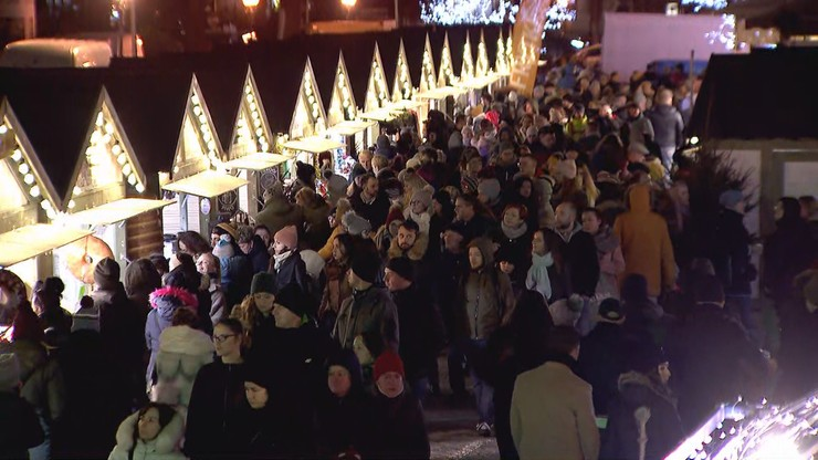 Zapach goździków, cynamonu, pieczonych kiełbasek. Ruszył Jarmark Bożonarodzeniowy w Gdańsku