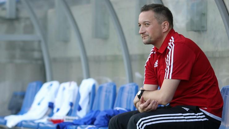 """Cztery gole, dwie czerwone kartki i bramka w """"9"""". Nieudany debiut nowego trenera Widzewa"""