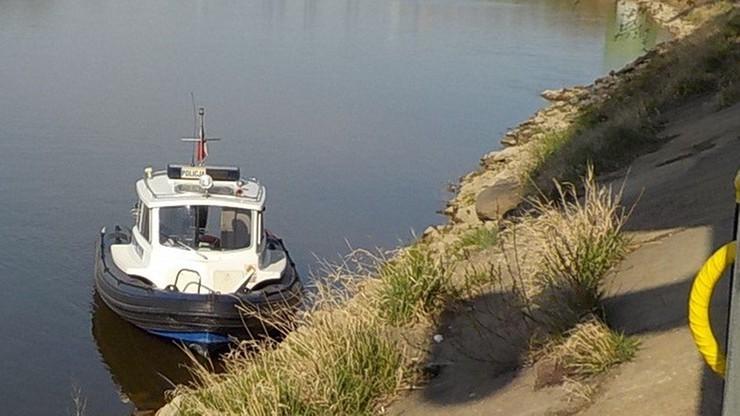 Dwóch mężczyzn rzuciło się do rzeki z dwóch różnych mostów w Warszawie. Chcieli popełnić samobójstwo