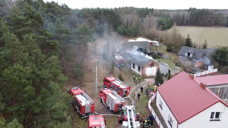 Pożar domu w Łódzkiem. Dwie osoby nie żyją, dwie są ranne