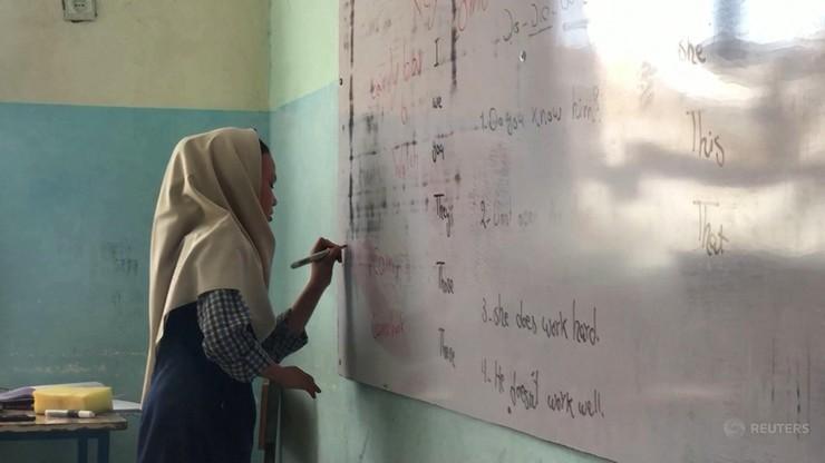 Afganistan. Wraca nauka w szkołach średnich, ale tylko dla chłopców