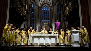 """W kościele katolickim dziś Wielki Piątek. """"To dzień krzyżowej ofiary Chrystusa"""""""